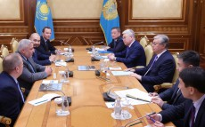 Head of State receives Stephen Kaniewski, President and CEO of Valmont Industries