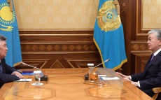Kassym-Jomart Tokayev receives a poet and public figure Nurlan Orazalin